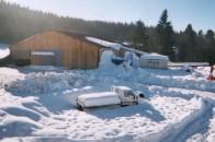 Batiment agricole bois neige montagne