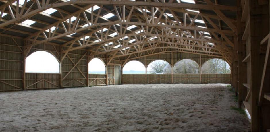 charpente traditionelle en bois pour chevaux barde en bois