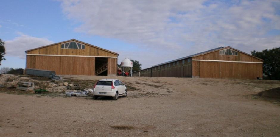 fermes agricoles en bois bardé en bois et porte en bois