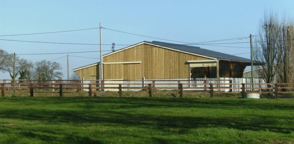 hangar en bois pour chevaux barde bois