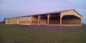 batiment agricole bergerie en bois et stockage en bois